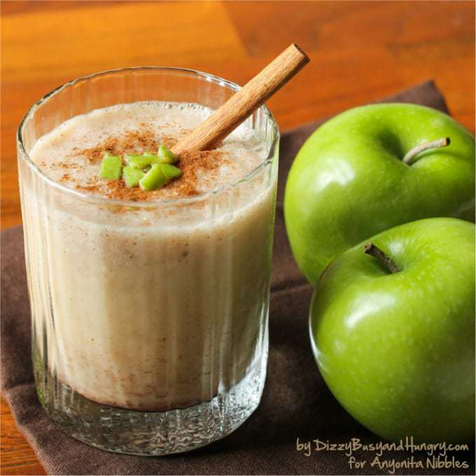 Apple Cider Smoothie - A sweet, tart, cinnamon-y, and refreshing treat perfect for a lazy autumn afternoon!